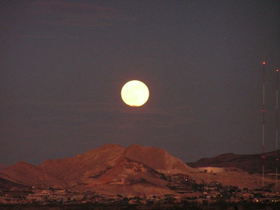 Full Moon in Las Vegas 12/08
